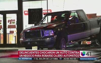 Estrellaron auto contra negocio para robar cajero automático
