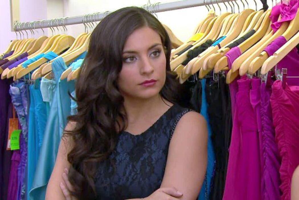 Y gracias a don Alejandro, quien le compró ropa, ella comenzó a ser dife...