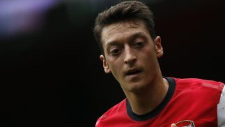 Özil, ahora con el Arsenal, mandó halagos para Zidane y Cristiano Ronaldo.