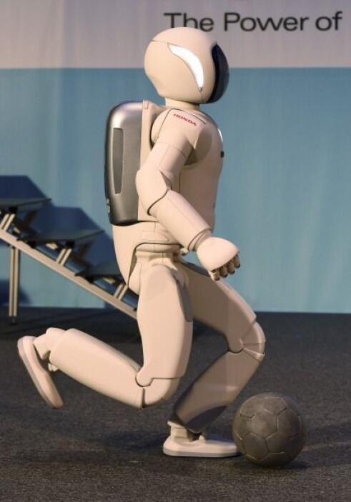 Ese ASIMO de 2007 medía 1.30 metros y pesaba 54 kilogramos.