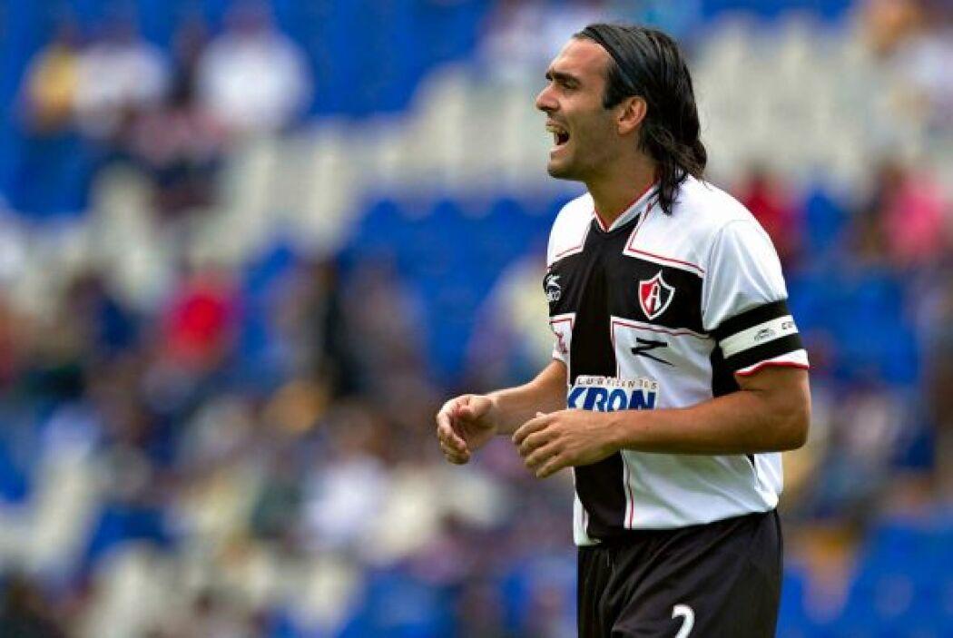 Otro defensor argentino que brincó de México a Europa fue Fabricio Fuent...