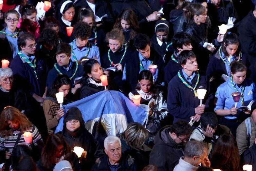 La procesión del Vía Crucis en el antiguo anfiteatro de Roma es una trad...