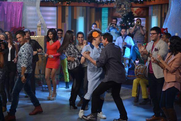 Para evitar que se pusiera celoso, Meche bailó también con Mane.