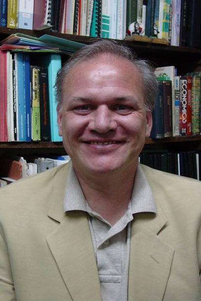Era investigador en temas de bioquímica para la Universidad Autónoma Met...