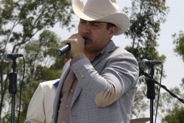 Julión y su banda interpretaron uno de sus grandes éxitos.