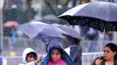 El sur de California despertó con un lunes lluvioso y frío tras una sem...