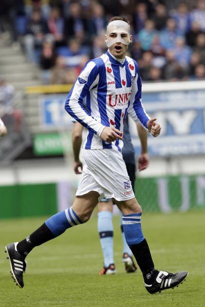 El delantero holandés Bas Dost del Heerenveen se llevó el título de gole...