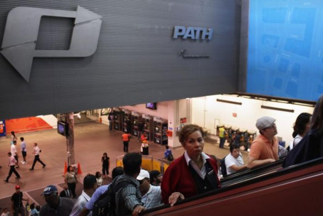 13. Abre estación del PATH en WTC  La Autoridad Portuaria de Nueva York...