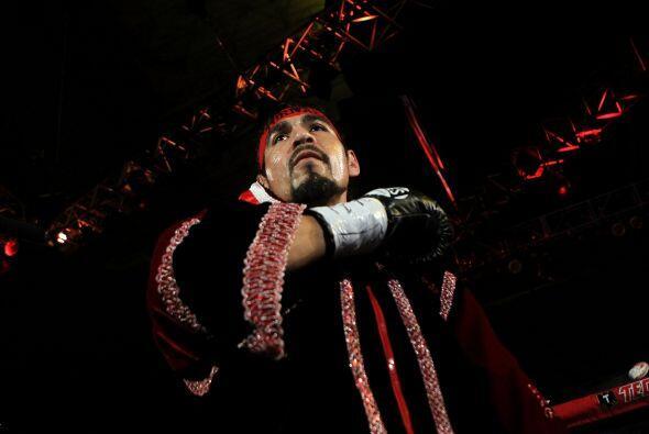 Antonio Margarito, emocionado con el himno mexicano.