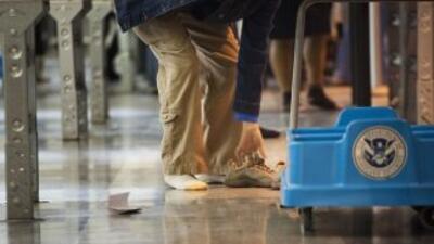 Las medidas de seguridad han aumentado para los viajeros mexicanos que v...