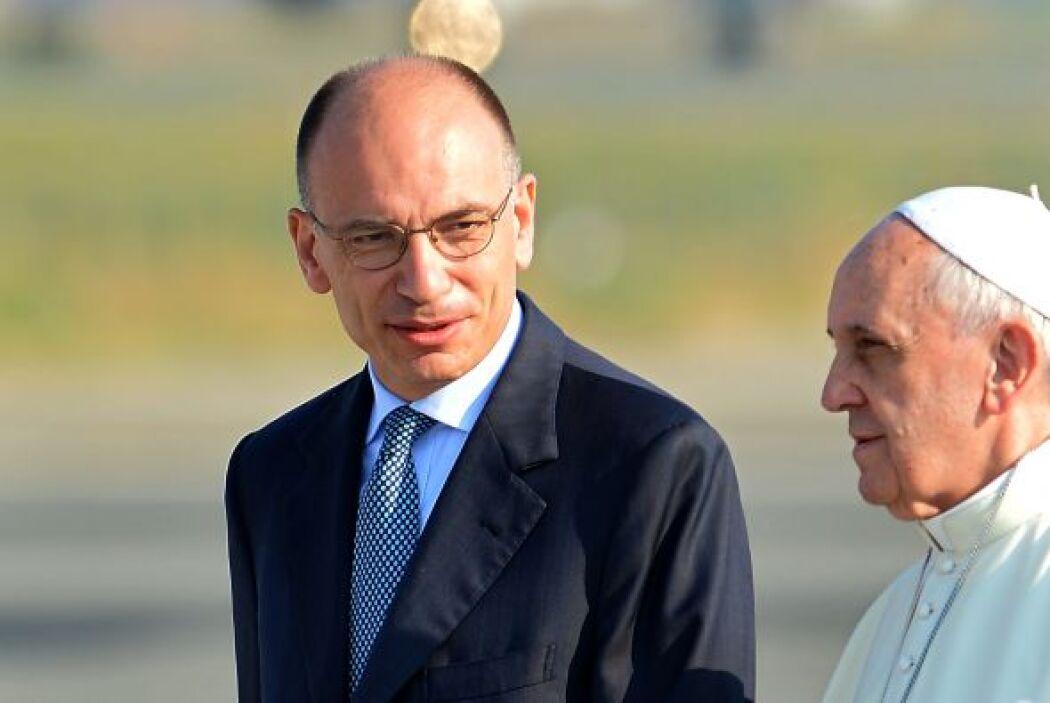 El Pontífice fue despedido en el aeropuerto por el presidente del Gobier...