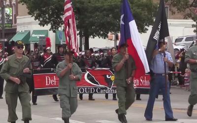 Desfile del Día de los Veteranos unió a la comunidad en Austin