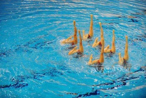 Un espectáculo de nado sincreonizado amenizó lo que ser&aa...