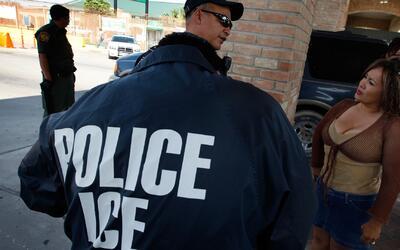 Inmigrantes y activistas aseguran que aumentó la presencia de agentes mi...