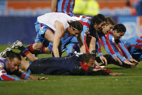 El Catania celebró en grande su cómoda victoria sobre el l...