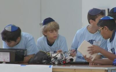 Cientos de niños participan en importante festival de robótica en Miami-...
