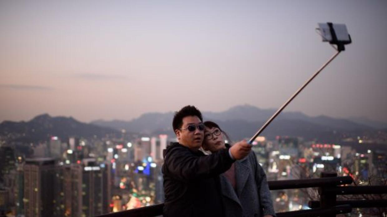 El Selfie Stick es sumamente popular.