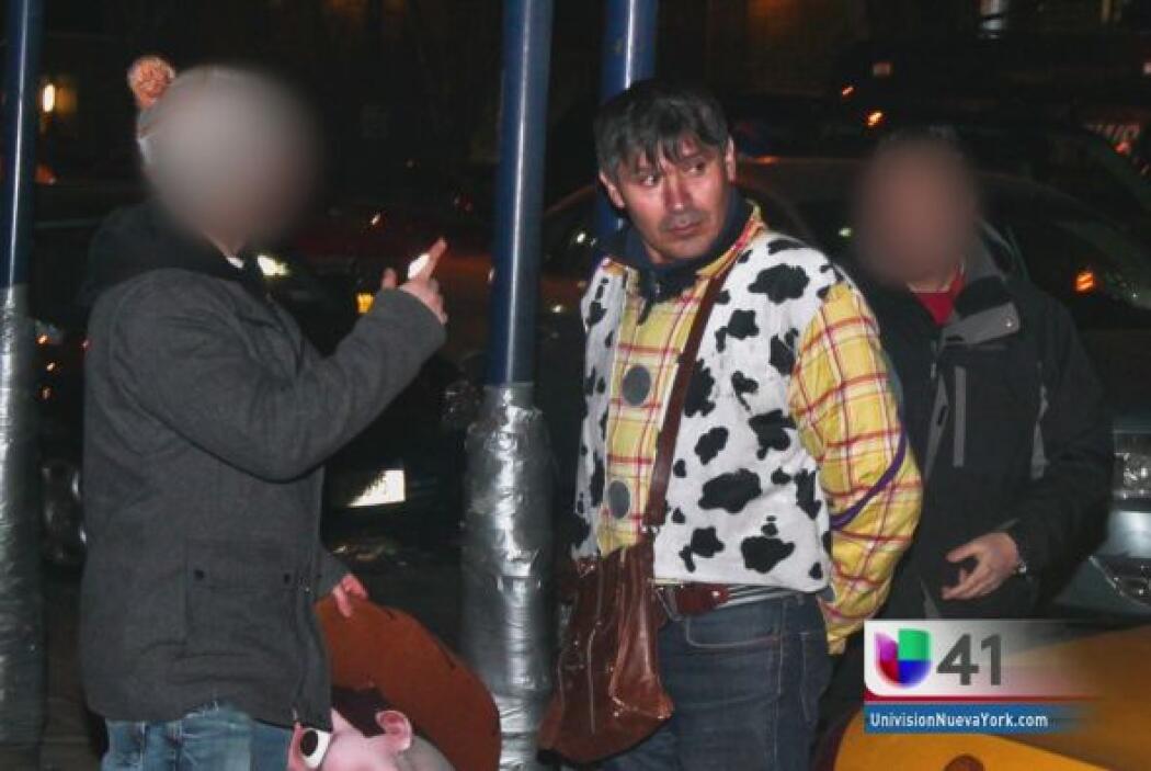 Visitantes captaron las imágenes de su arresto y rápido las difundieron...