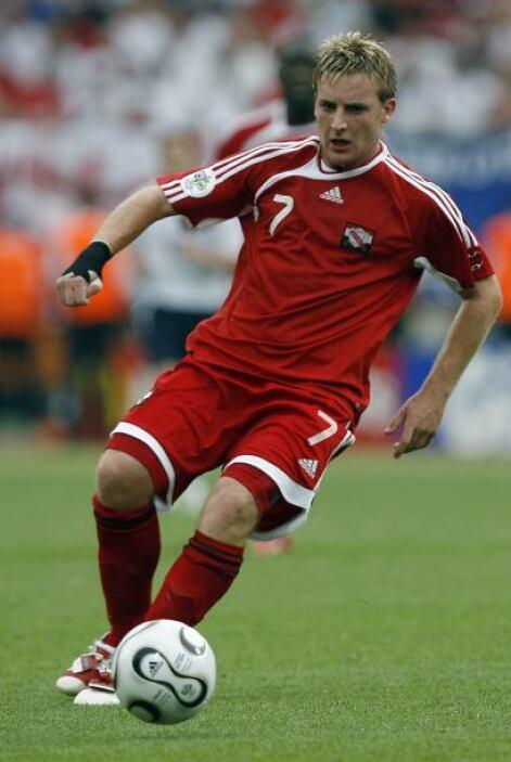 Chris Birchall (Trinidad y Tobago): Juega para el equipo Port Vale de la...