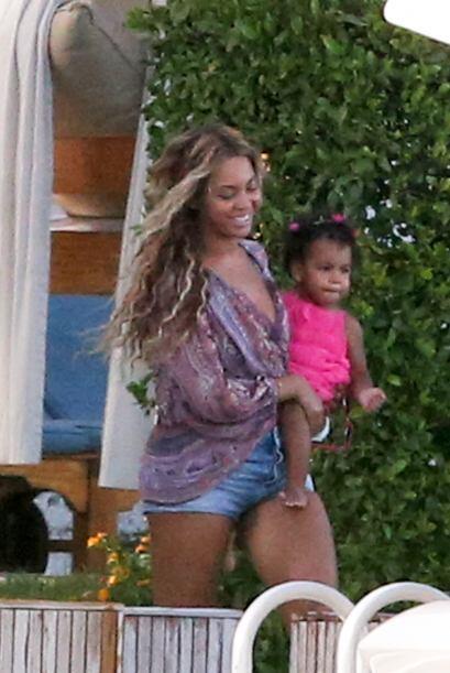 Beyoncé es una madre muy cariñosa y está al pendiente de su pequeña.   M...