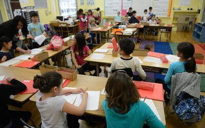 Miles de estudiantes regresan a clases