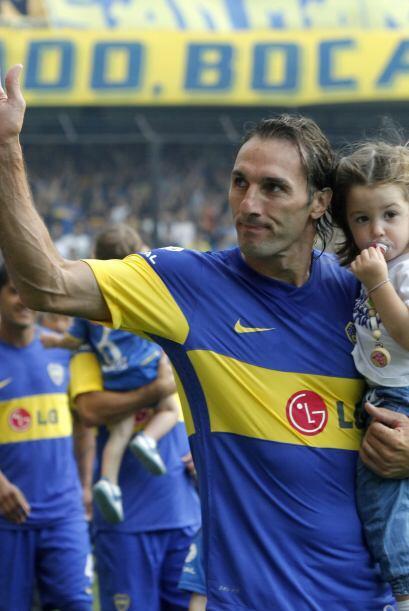 El aguerrido defensor argentino Rolando Schiavi volvió a Boca Juniors, c...
