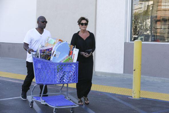 Kris y Corey, tortolitos de compras.
