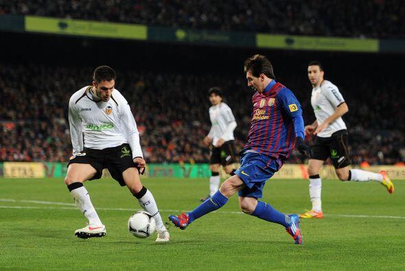 Y Messi seguía en su lucha personal por hacer gol en el partido. No lo l...