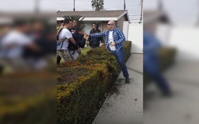 Imagen del altercado que tuvo lugar entre dos adolescentes y un oficial...