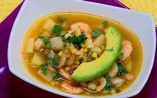 Con los camarones puedes preparar de todo, como esta sopa de maíz.