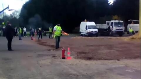 El intento de encender una fogata que acabó en explosión y con una decen...