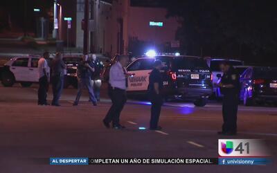 Buscan a sospechosos que dispararon a una persona desde un auto en Newark
