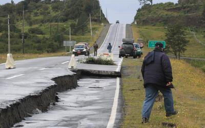 Las autopistas fueron afectadas por el terremoto en lugares puntuales, p...
