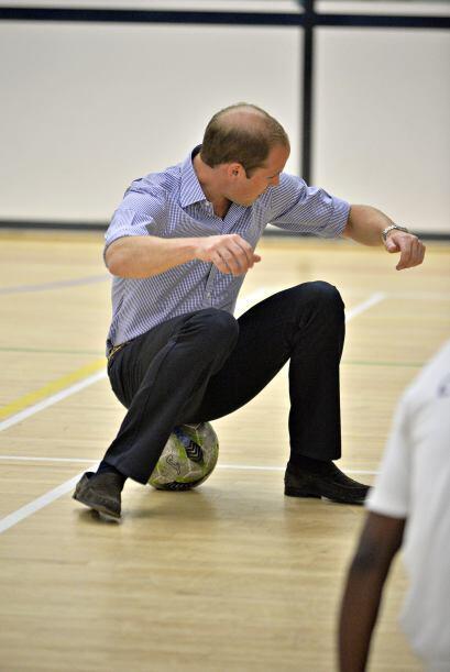 Se ve que al príncipe William le gustan los balones, pues cada qu...