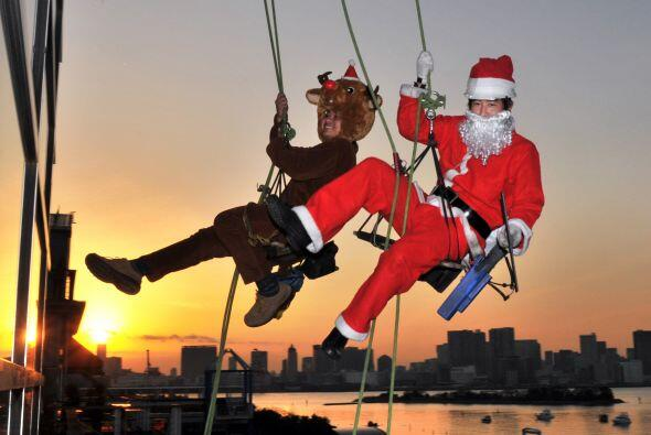 Santa Claus disfruta de hacer rapel.
