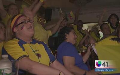 Colombianos y brasileños celebraron sendos triunfos de sus equipos nacio...