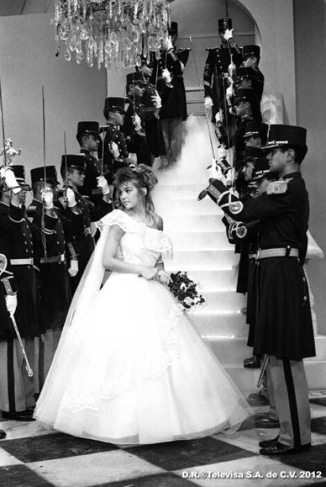 """Lejos quedaron aquellos tiempos en los que Thalía lucía su vestido de """"Q..."""