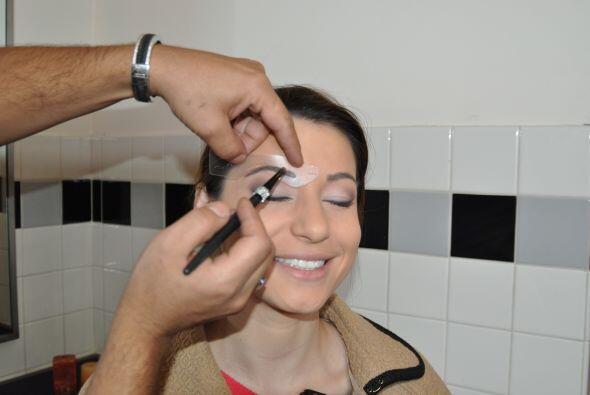 Las cejas son el marco de la cara, así que deben estar levemente...
