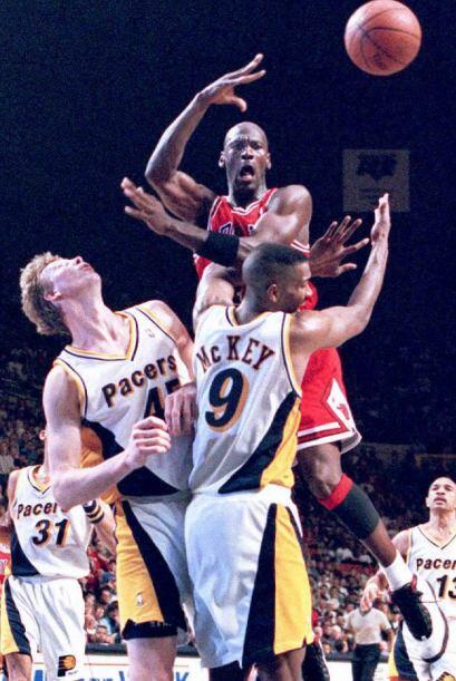 ASISTENCIAS POR PARTIDO - Kobe Bryant 4.8 - Michael Jordan 5.3 /   TOTAL...