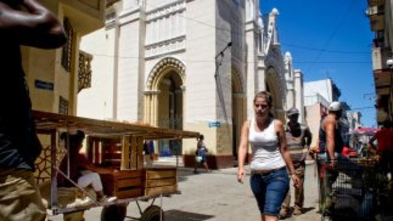 Los líderes de la santería y otras creencias afrocubanas esperan con res...