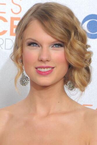 """Al poco tiempo Swift debutó como actriz en la cinta """"Valentyne's Day"""", d..."""