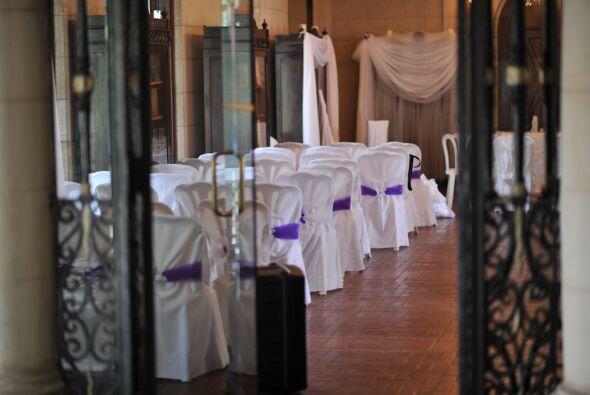 La ceremonia se llevó a cabo en la biblioteca del recinto, donde...