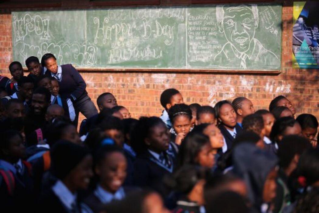 A lo largo y ancho del país, escuelas, iglesias y todo tipo de instituci...