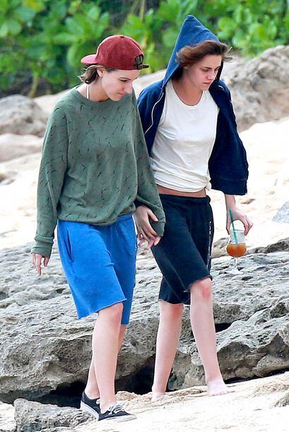 Después de su paseo a la orilla del mar la parejita se retir&oacu...
