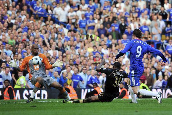 El español Fernando Torres tuvo una chance muy clara pero se fue...