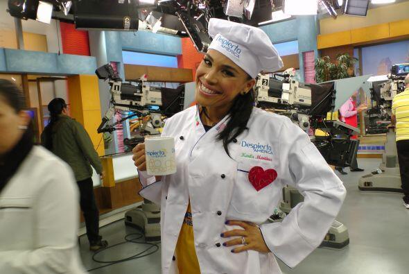 Karlita es una experta en la cocina, seguro preparará una delicio...