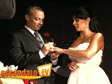 6.-La conductora no era creyente del matrimonio, pero el 17 de abril de...