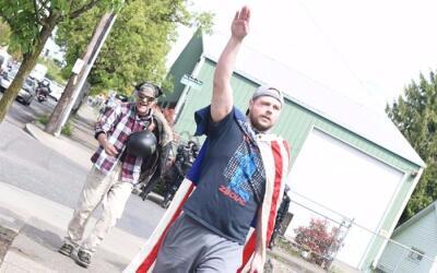 El supuesto asesino de dos hombres en un tren de Portland hizo el saludo...