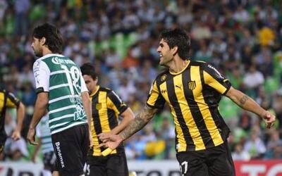 Javier Toledo sorprendió a los mexicanos con su gol al primer minuto de...