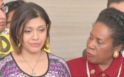 """Esposa de deportado José Escobar: """"Él no es un criminal y no somos los ú..."""